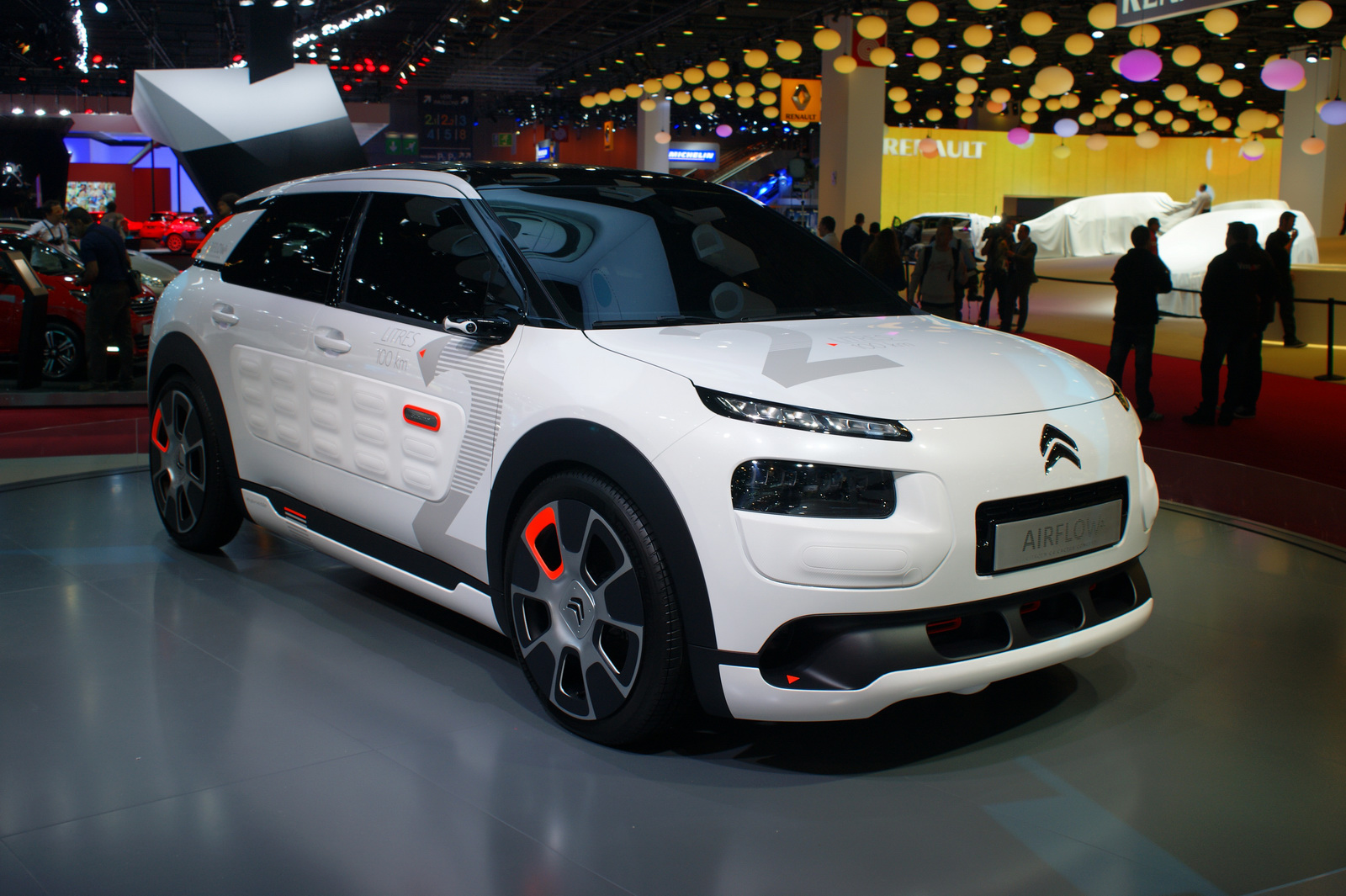 citro n 39 s c4 cactus airflow 2l concept proves fuel efficiency can look good carscoops. Black Bedroom Furniture Sets. Home Design Ideas