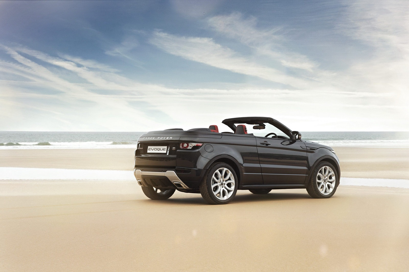 soft top convertible range rover evoque supposedly green lit carscoops. Black Bedroom Furniture Sets. Home Design Ideas