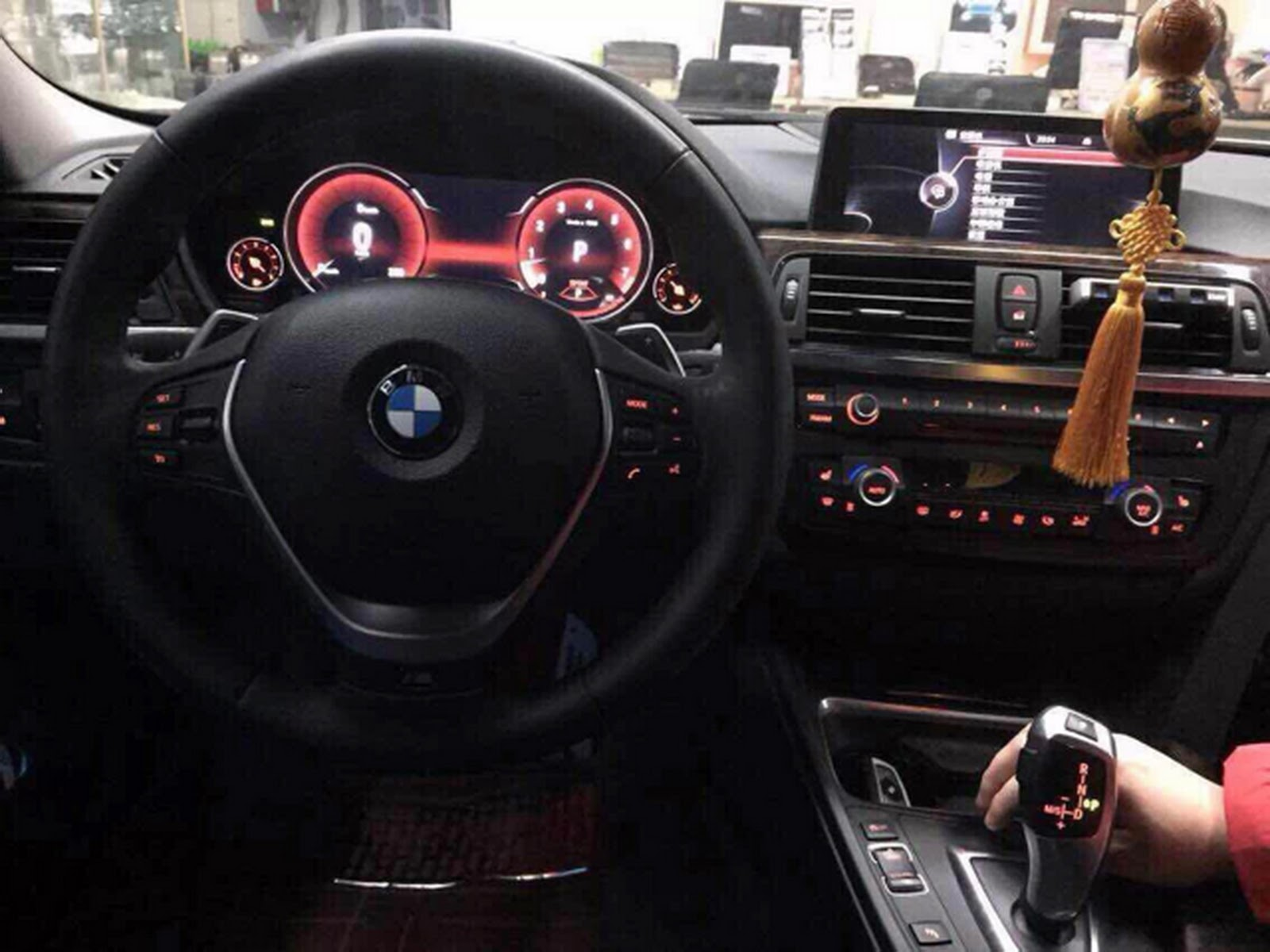 Bmw 3 Series F30 Modded With 5 Series F10 S Digital Instrument Panel Carscoops