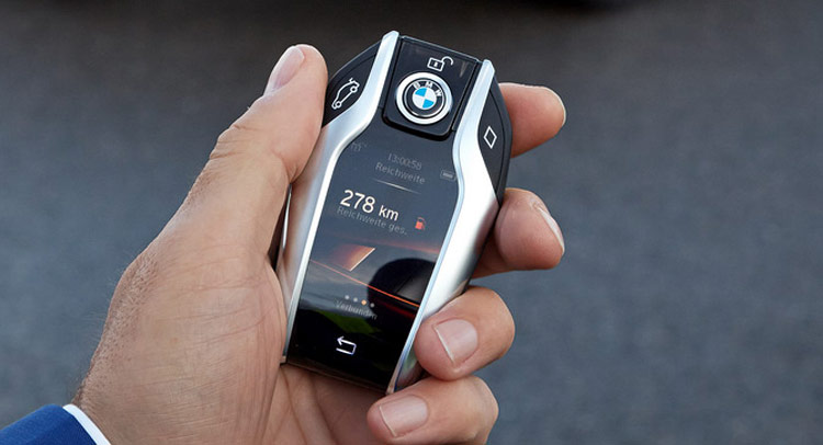 New BMW 7 Series Has A Super Cool Key Fob With Digital Display That Also Parks Your Car
