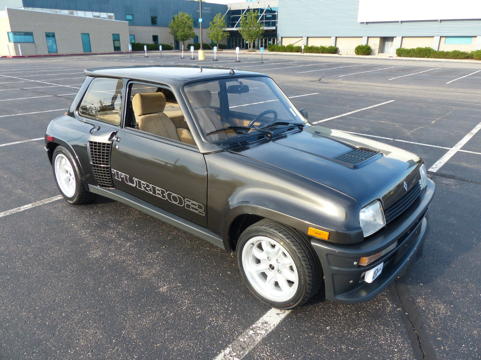 original renault 5 turbo fetches 72 000 on ebay carscoops. Black Bedroom Furniture Sets. Home Design Ideas
