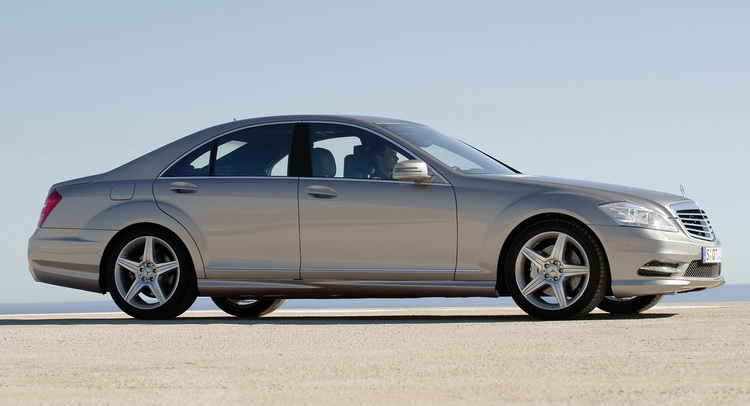 5 reasons to buy a w221 mercedes benz s class carscoops for Buy mercedes benz in germany