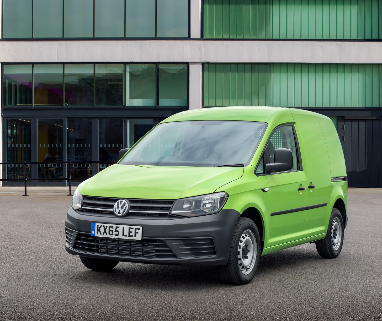 vw adds more euro 6 engines to caddy uk range carscoops. Black Bedroom Furniture Sets. Home Design Ideas