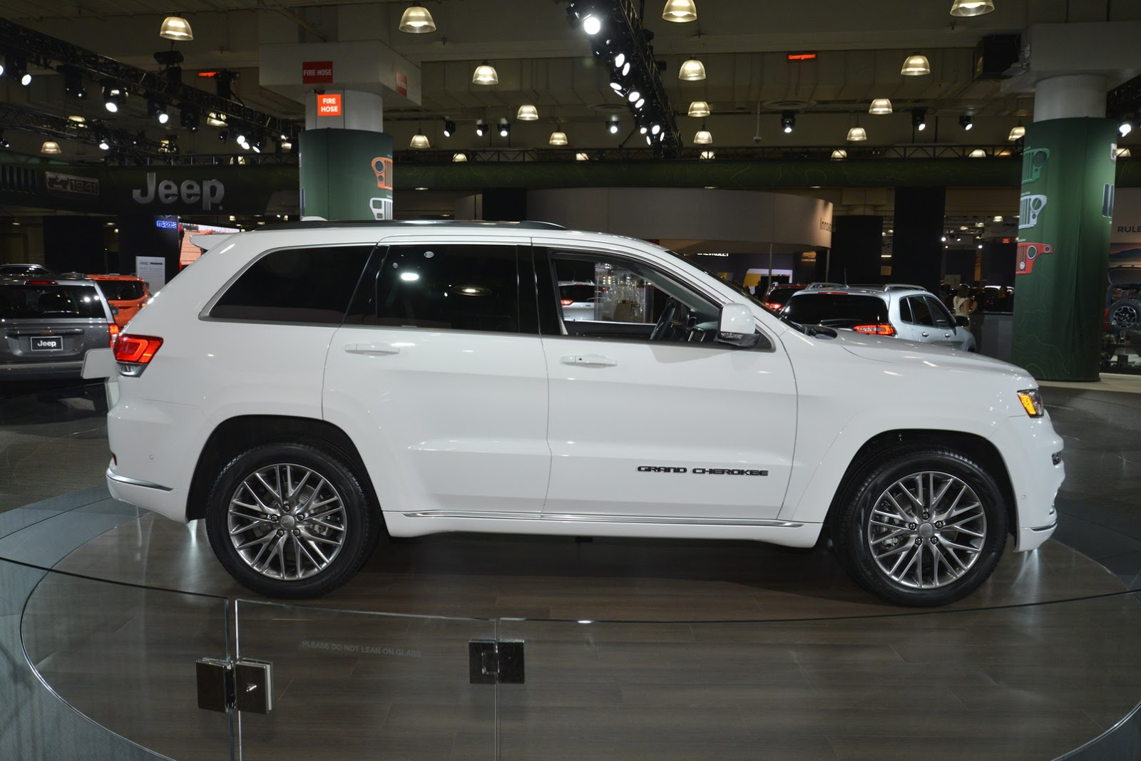 2017 Jeep Grand Cherokee Summit Brings Hand Crafted