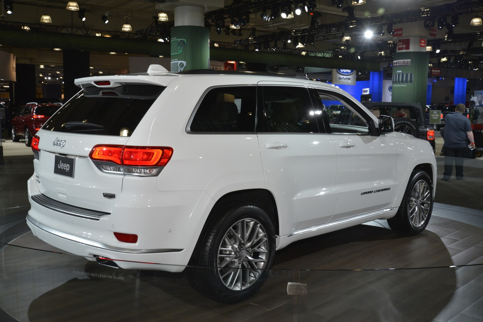 2017 Jeep Grand Cherokee Summit Brings Hand-Crafted ...