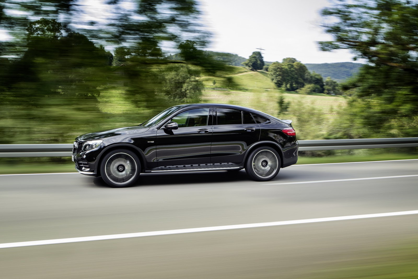 new mercedes amg glc 43 4matic coupe spices things up with bi turbo v6 carscoops. Black Bedroom Furniture Sets. Home Design Ideas