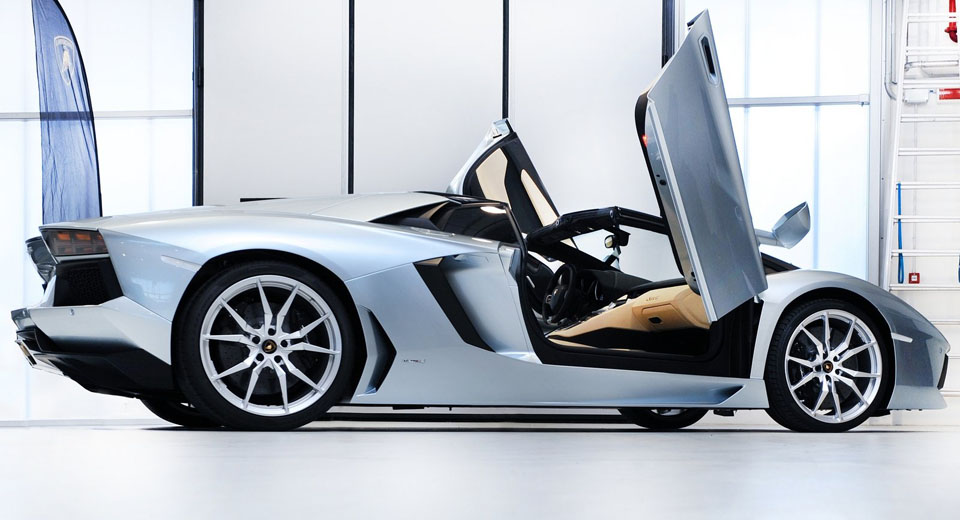 Lamborghiniu0027s Scissor Doors & The Carscoops Guide To Supercar Doors | Carscoops