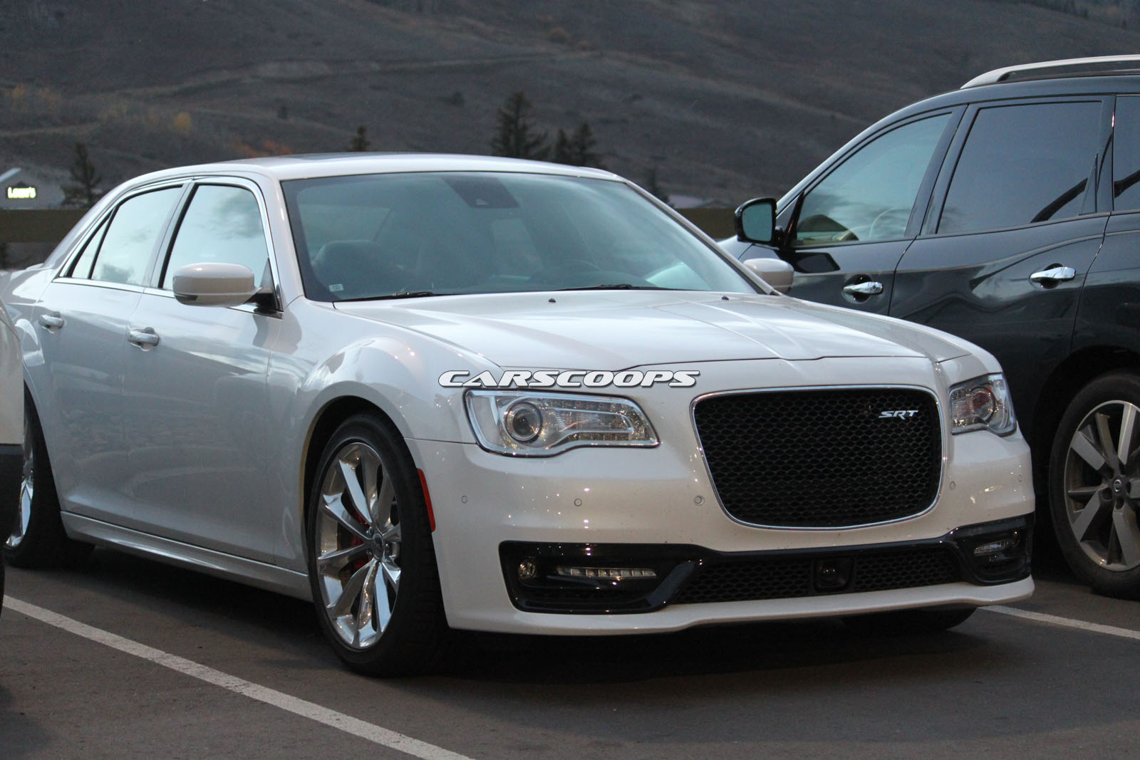 chrysler 300 srt spotted stateside raises questions eyebrows carscoops. Black Bedroom Furniture Sets. Home Design Ideas