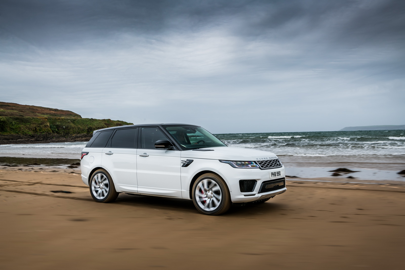 the 2019 range rover sport p400e isn 39 t afraid of dipping into the sea carscoops. Black Bedroom Furniture Sets. Home Design Ideas
