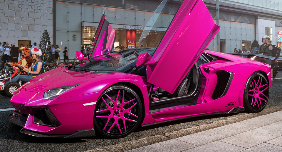 pink lamborghini aventador turns heads in tokyo carscoops. Black Bedroom Furniture Sets. Home Design Ideas
