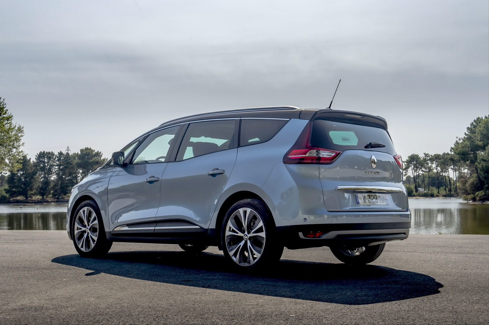 Renault Scenic And Grand Scenic Gain New Renault-Mercedes ...