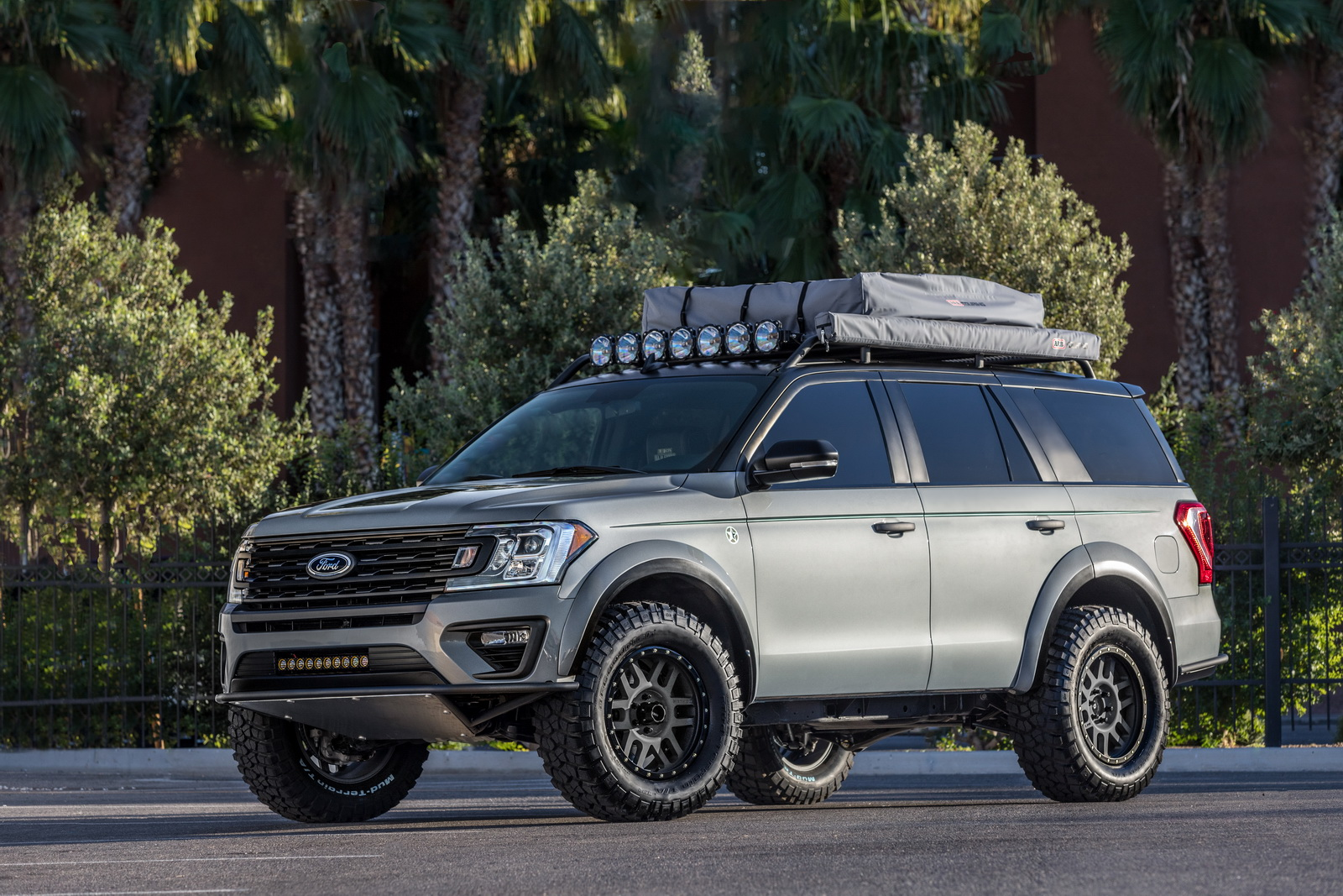 "Ford Expedition ""Baja-Forged Adventurer"" Winks At Raptor-Loving Families 