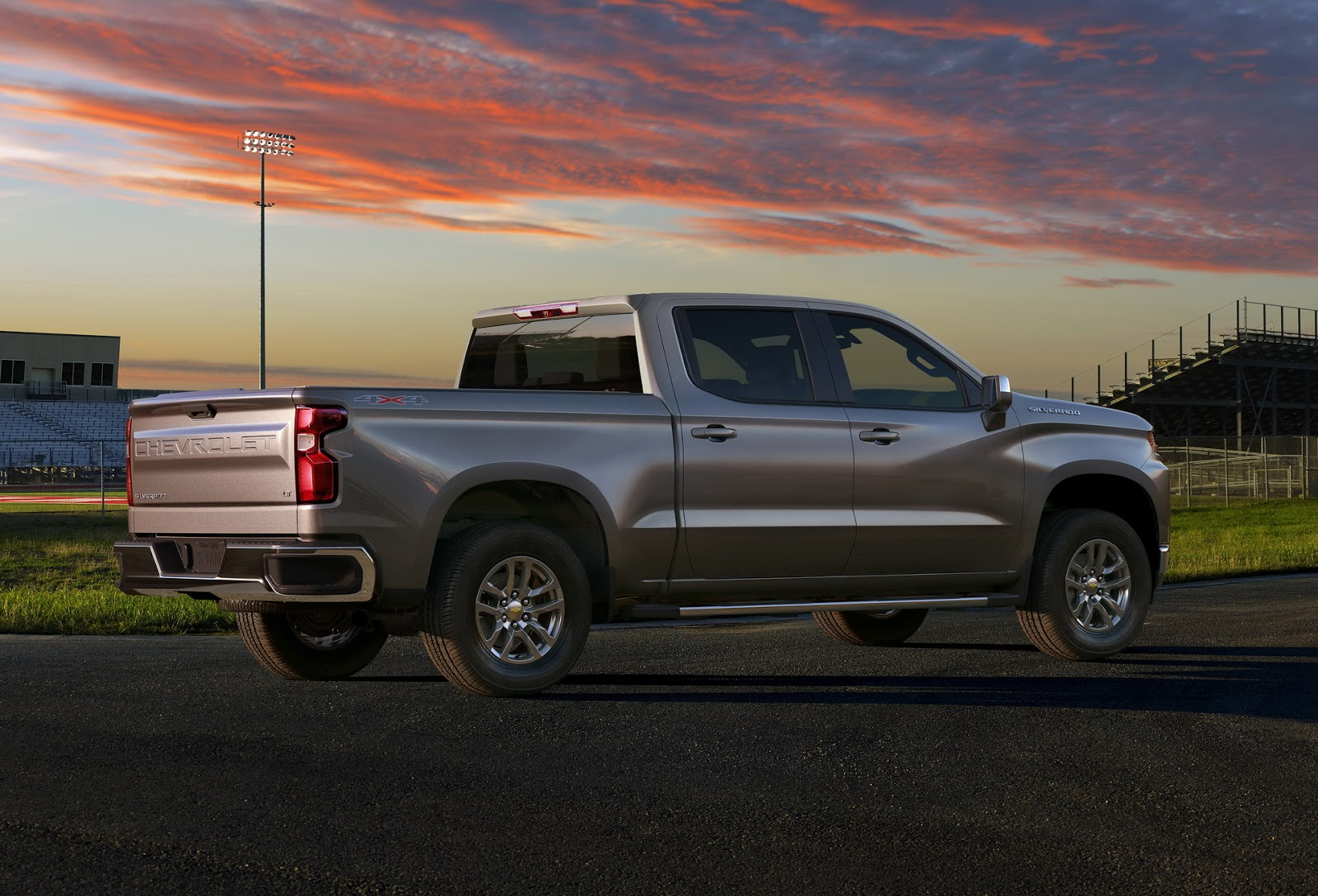 2019 Chevrolet Silverado Unveiled, Drops 450 Pounds, Gains ...