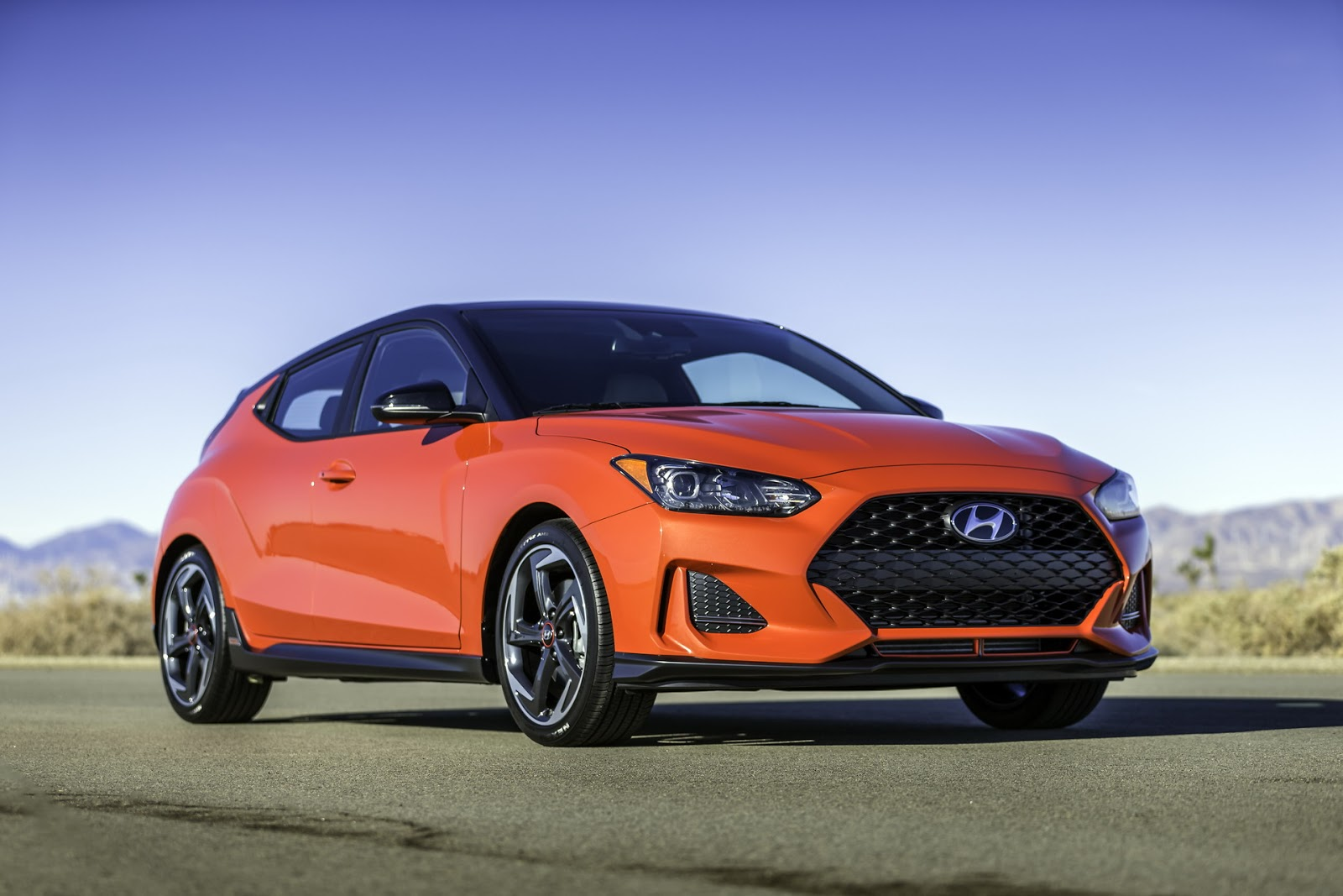all new hyundai veloster is still quirky and that s good 93 pics video carscoops. Black Bedroom Furniture Sets. Home Design Ideas
