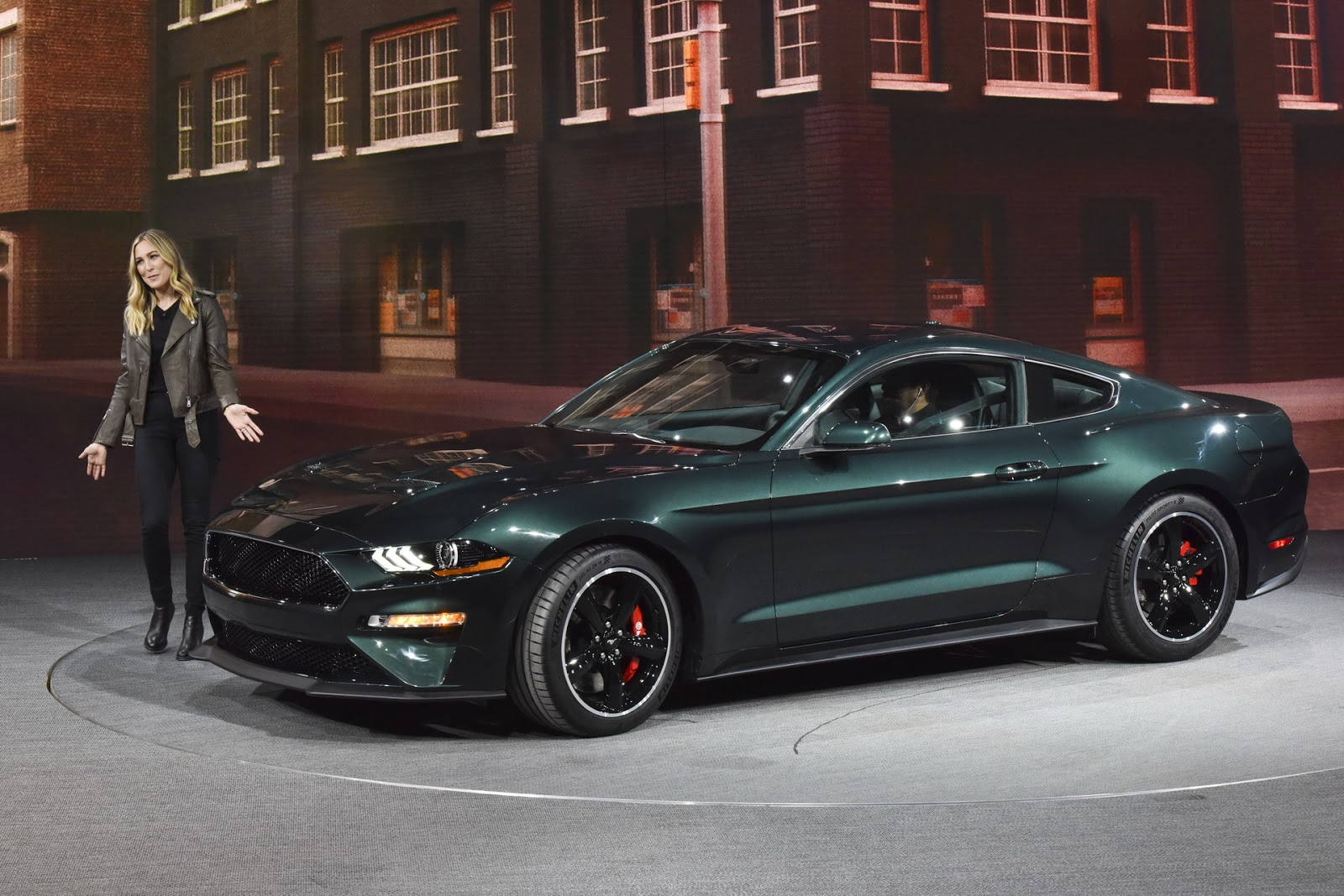 2019 ford mustang bullitt unveiled with 475hp and signature exhaust carscoops. Black Bedroom Furniture Sets. Home Design Ideas