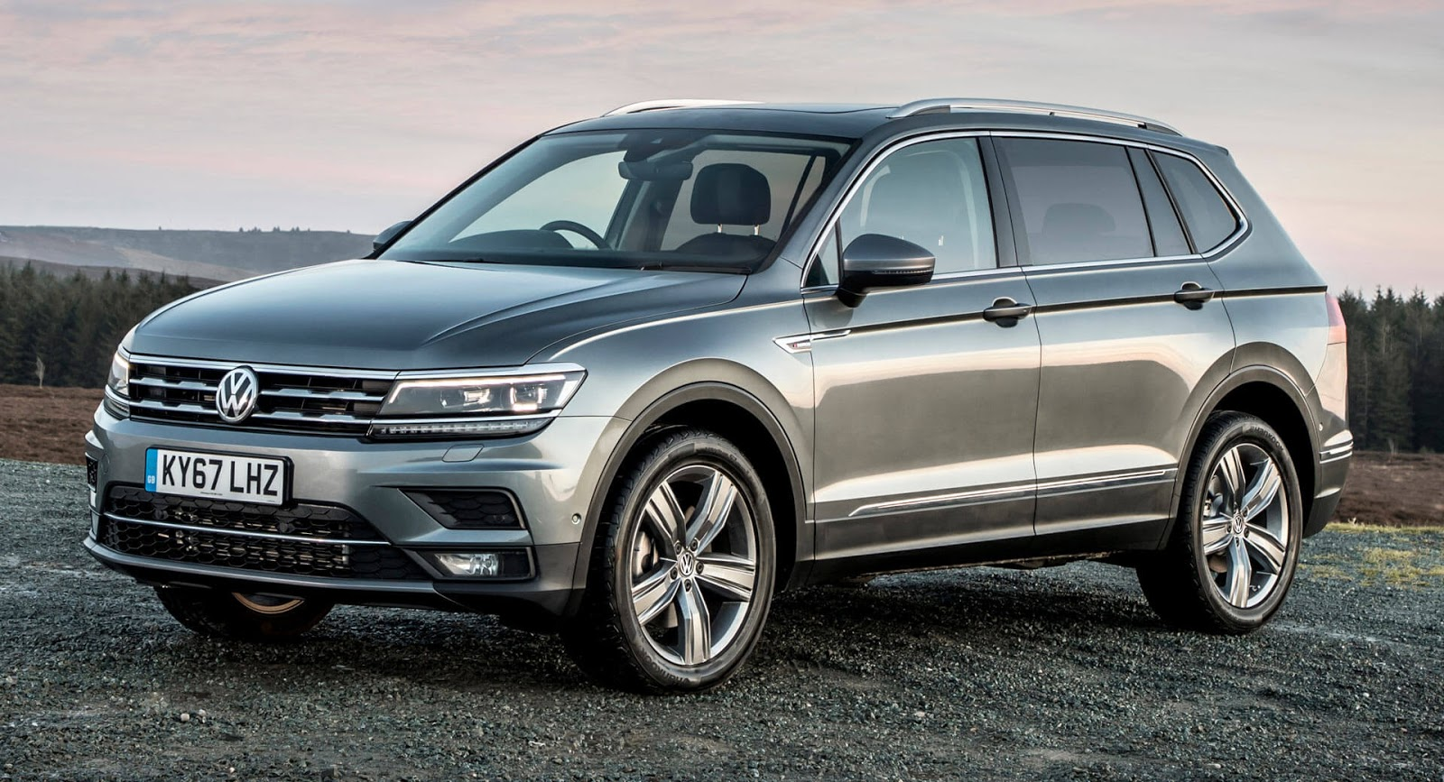 longer vw tiguan allspace 7 seater arrives in uk starting. Black Bedroom Furniture Sets. Home Design Ideas