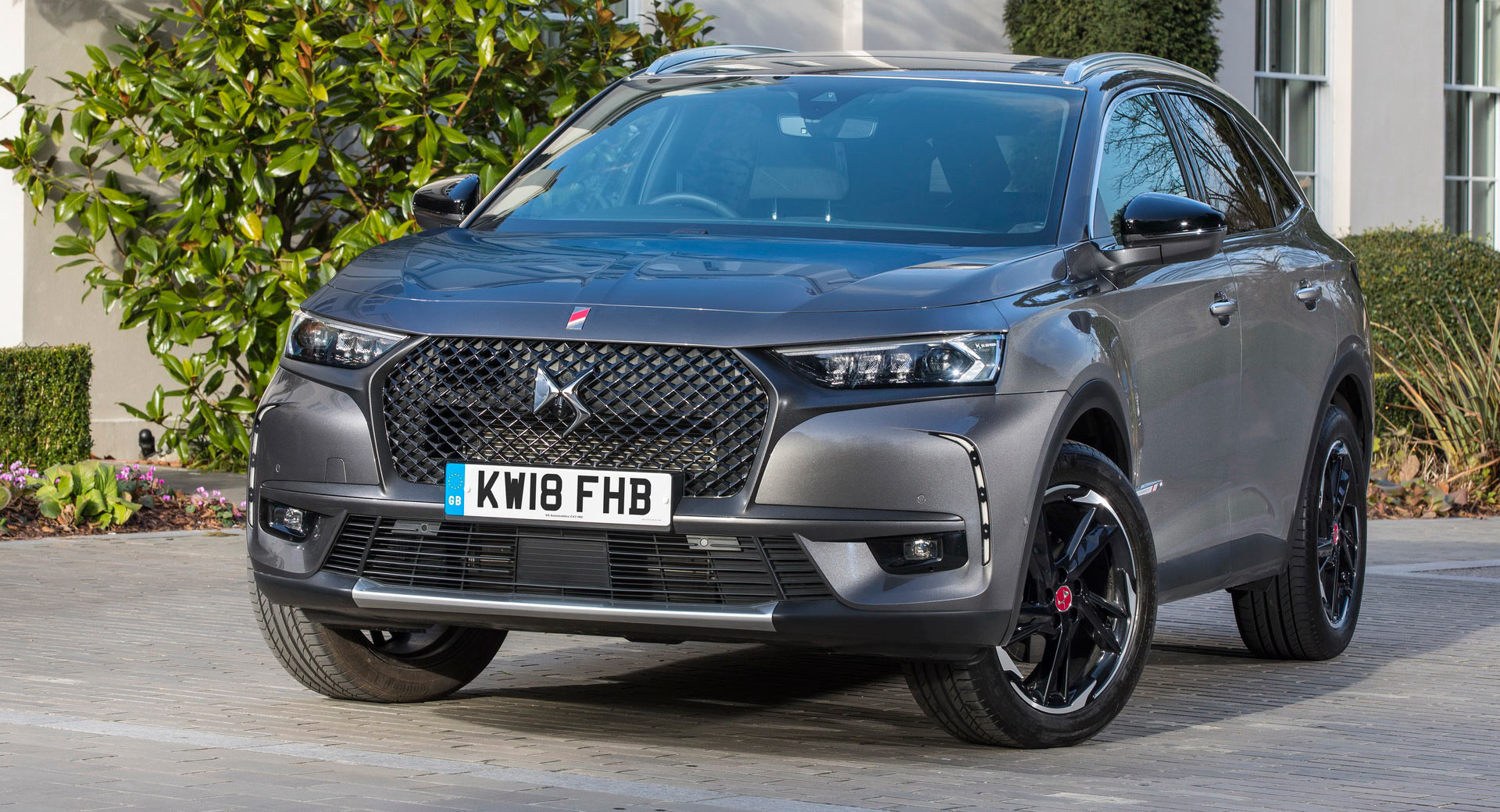 ds7 crossback arrives in the uk ready to steal the show 50 pics carscoops. Black Bedroom Furniture Sets. Home Design Ideas