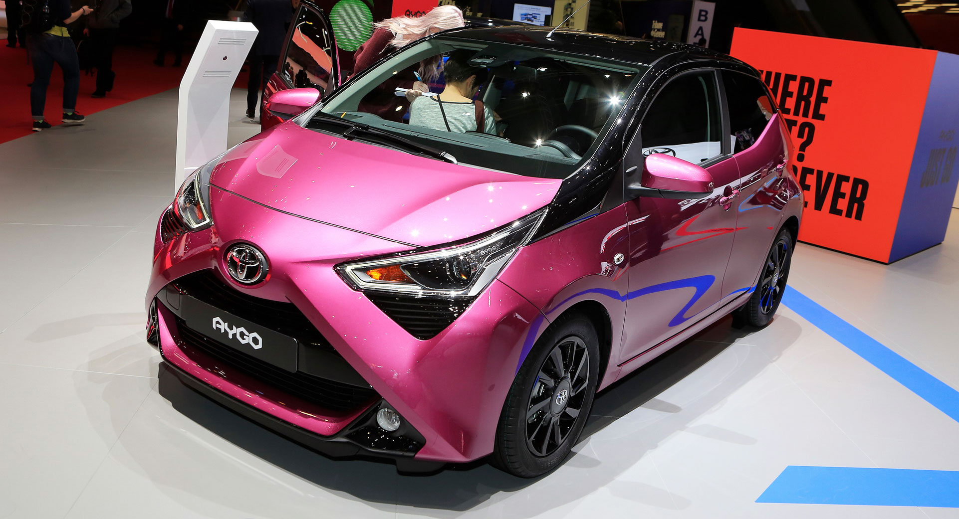 toyota aygo gets an un x citing facelift for geneva carscoops. Black Bedroom Furniture Sets. Home Design Ideas