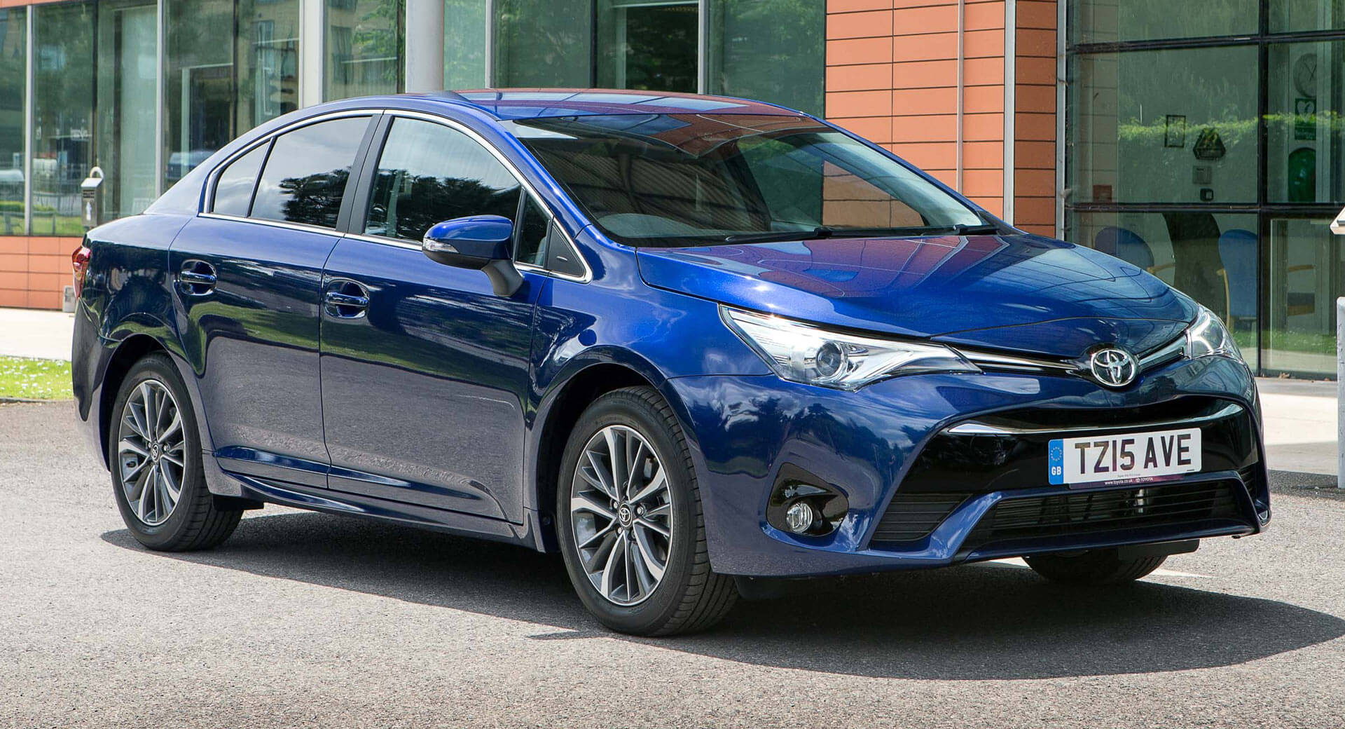 Toyota Avensis Discontinued, Could Be Replaced By Auris ...