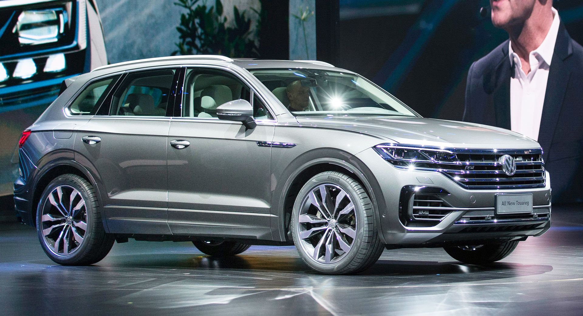2019 Vw Touareg Is Bigger Lighter And Packs A Massive