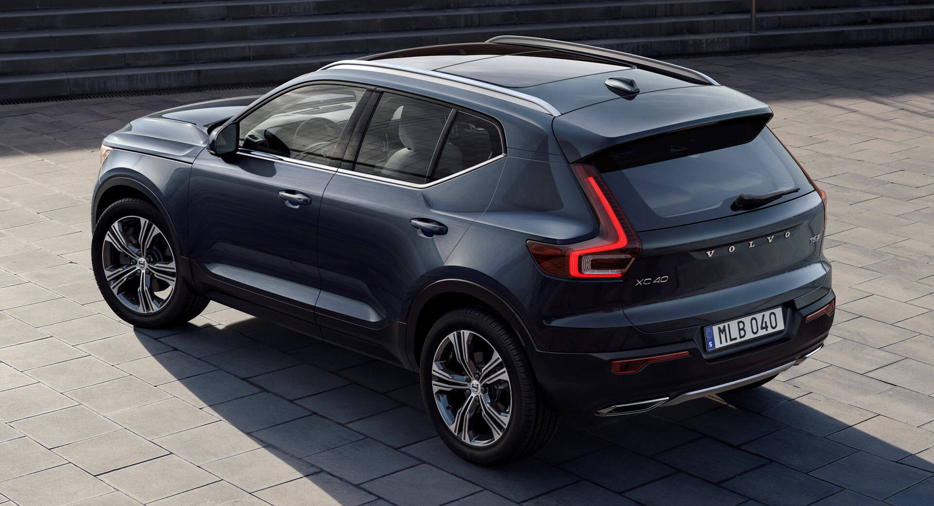 2019 volvo xc40 inscription is all luxed up for america carscoops. Black Bedroom Furniture Sets. Home Design Ideas