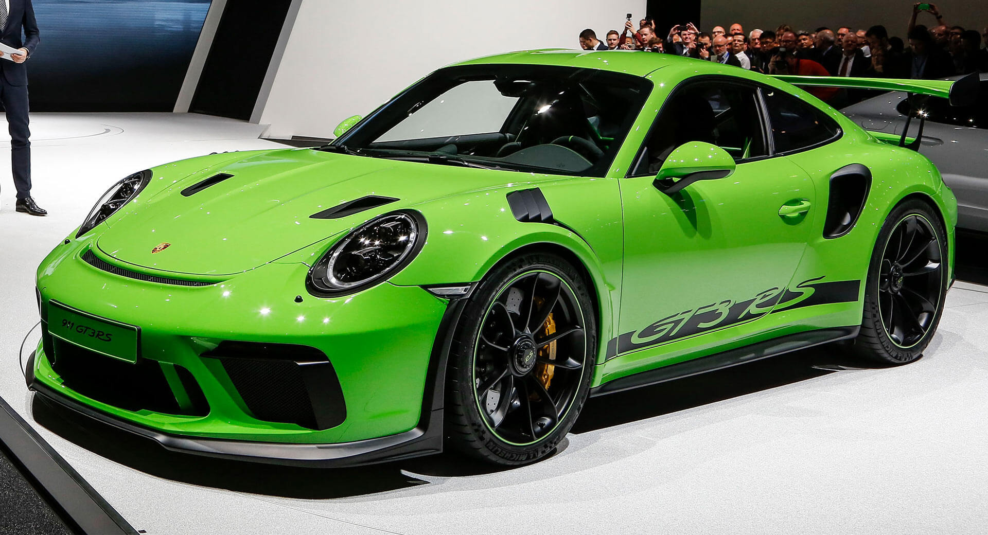 new porsche 911 gt3 rs proves less is more money carscoops. Black Bedroom Furniture Sets. Home Design Ideas