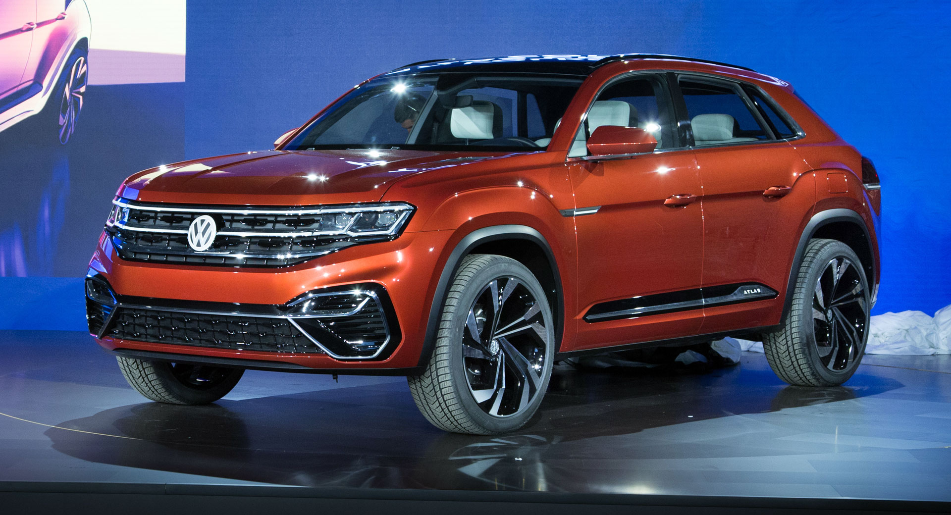 Vw Atlas Cross Sport Concept Is The People S Bmw X6