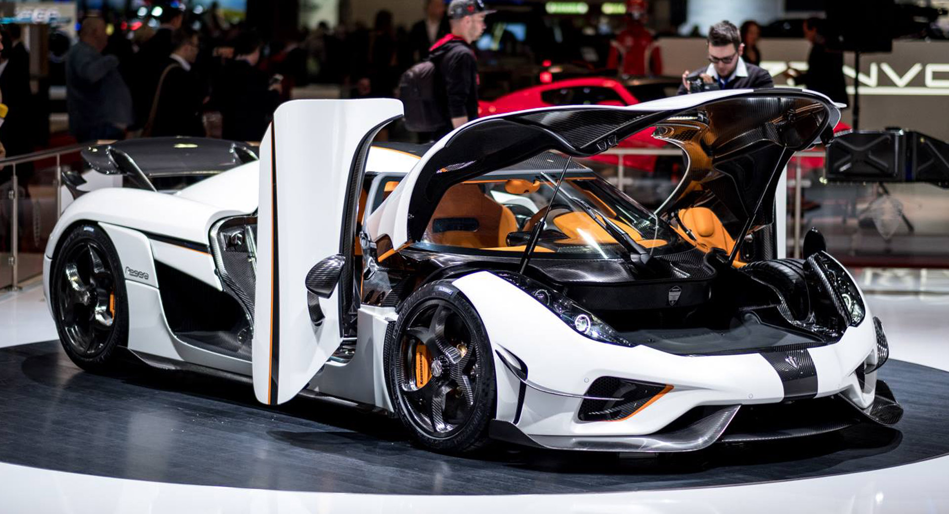 Koenigsegg One 1 >> Koenigsegg Regera In White Looks Like A Ghost In A Carbon ...
