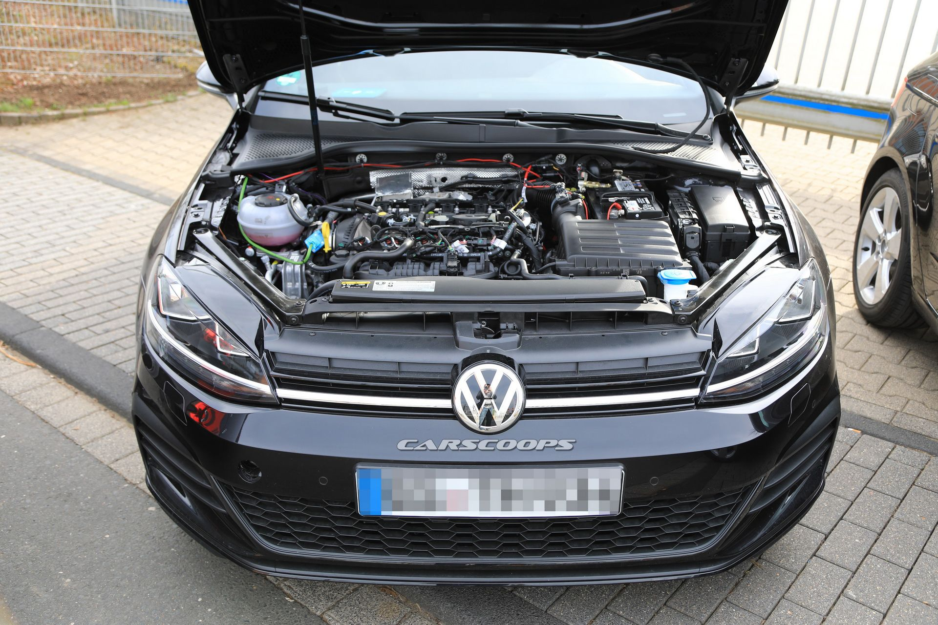 vw-golf-8-test-mule-spy-13.jpg