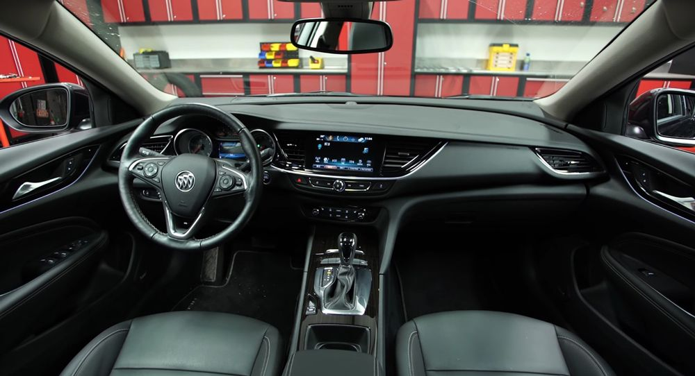 new buick regal has some tricks up its sleeve says consumer reports carscoops. Black Bedroom Furniture Sets. Home Design Ideas