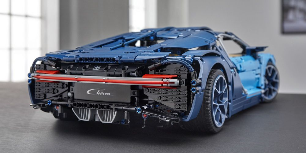 lego technic 39 s 350 bugatti chiron is 3 600 pieces of awesomeness carscoops. Black Bedroom Furniture Sets. Home Design Ideas