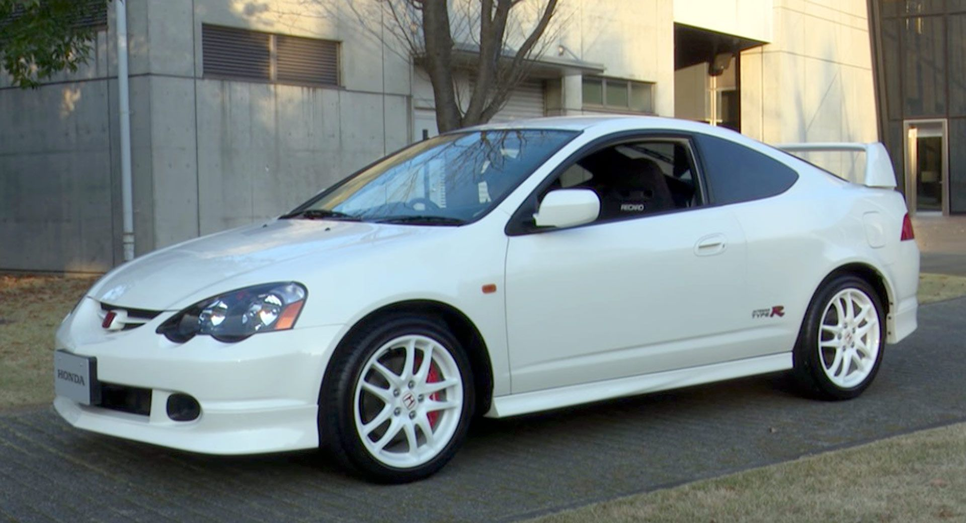 honda unearthed this dc5 integra type r to make us jealous all over again carscoops. Black Bedroom Furniture Sets. Home Design Ideas