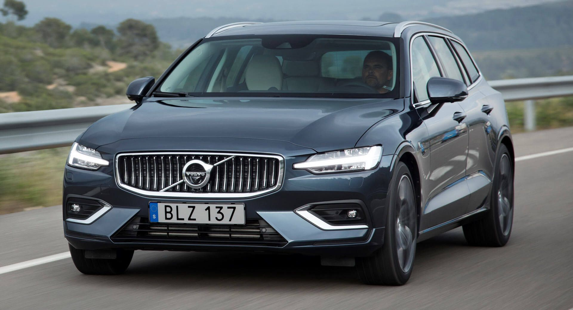 all new volvo v60 priced from 31 810 in uk deliveries late q3 2018 carscoops. Black Bedroom Furniture Sets. Home Design Ideas
