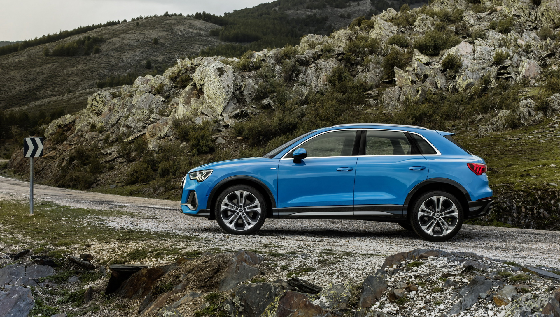 2019 audi q3 revealed new small luxury suv grows and embraces its sporty side carscoops. Black Bedroom Furniture Sets. Home Design Ideas