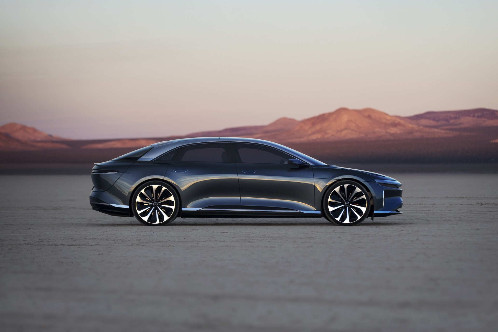 Saudi investment fund takes $1 billion stake in Lucid Motors