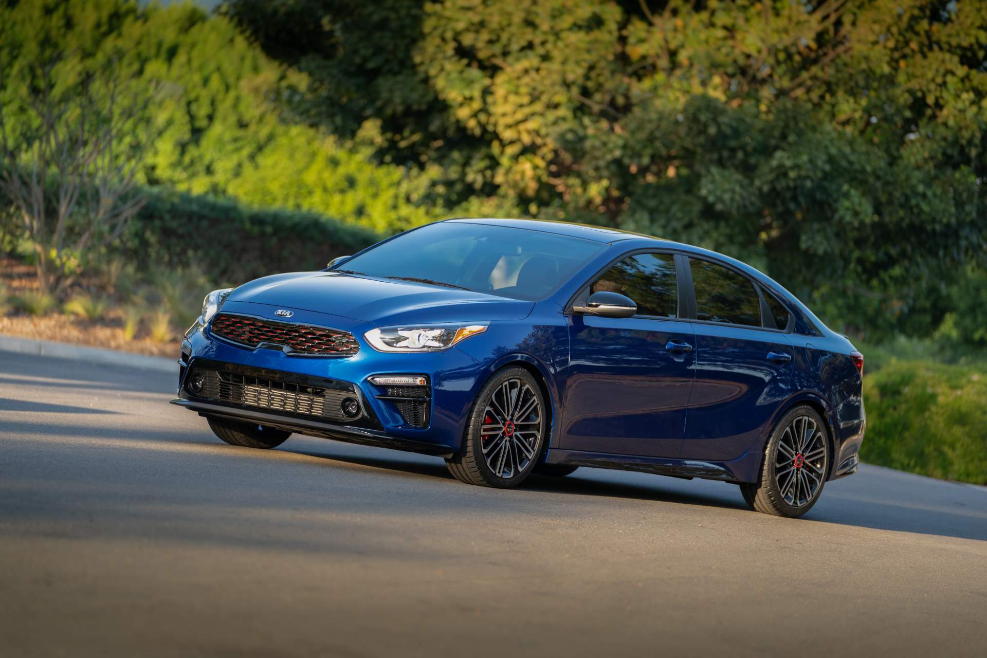 2020 kia forte gt shows its two flavors at sema