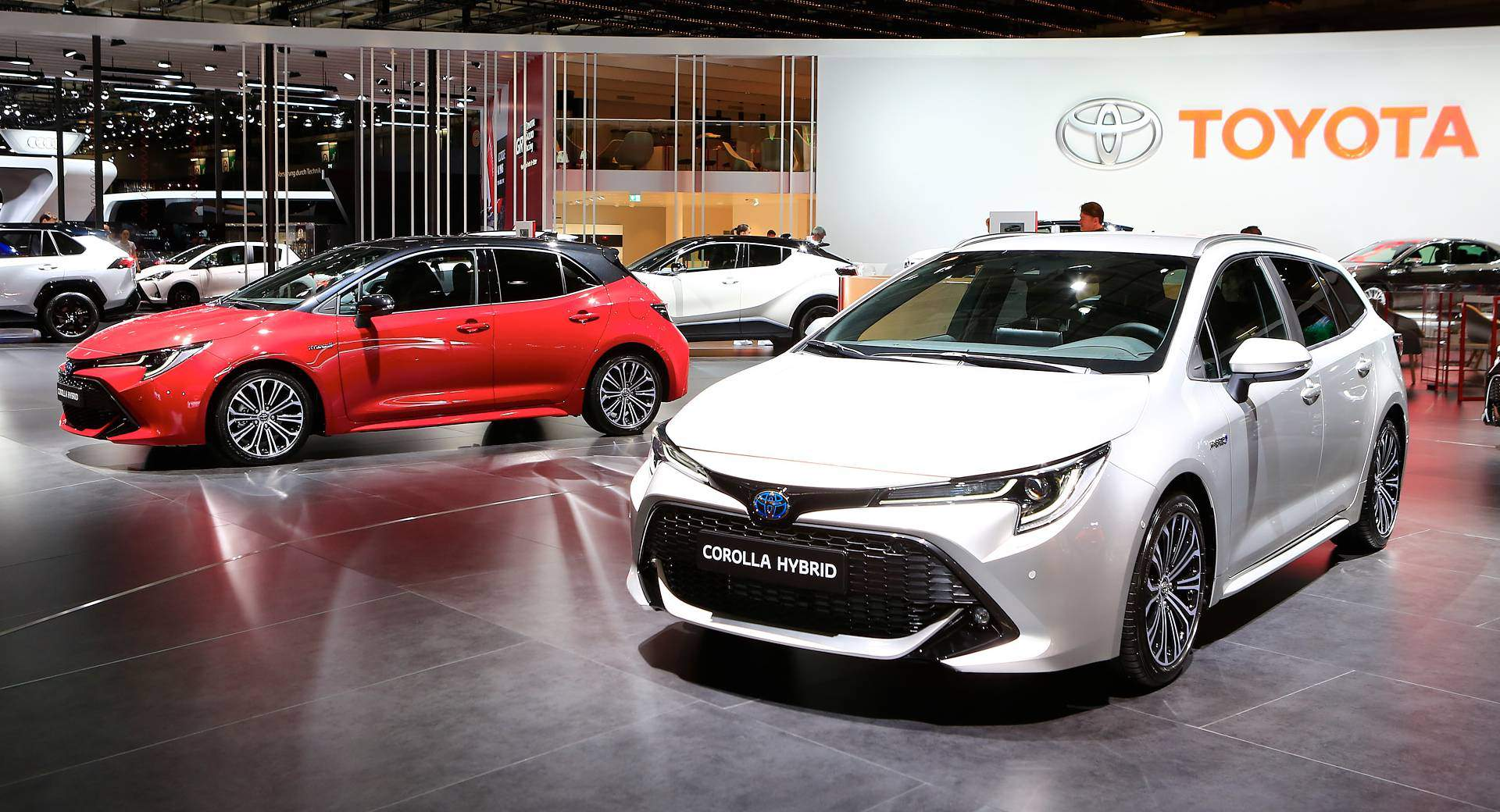 2019 Toyota Corolla Reveals Its Two Flavors In Paris Carscoops