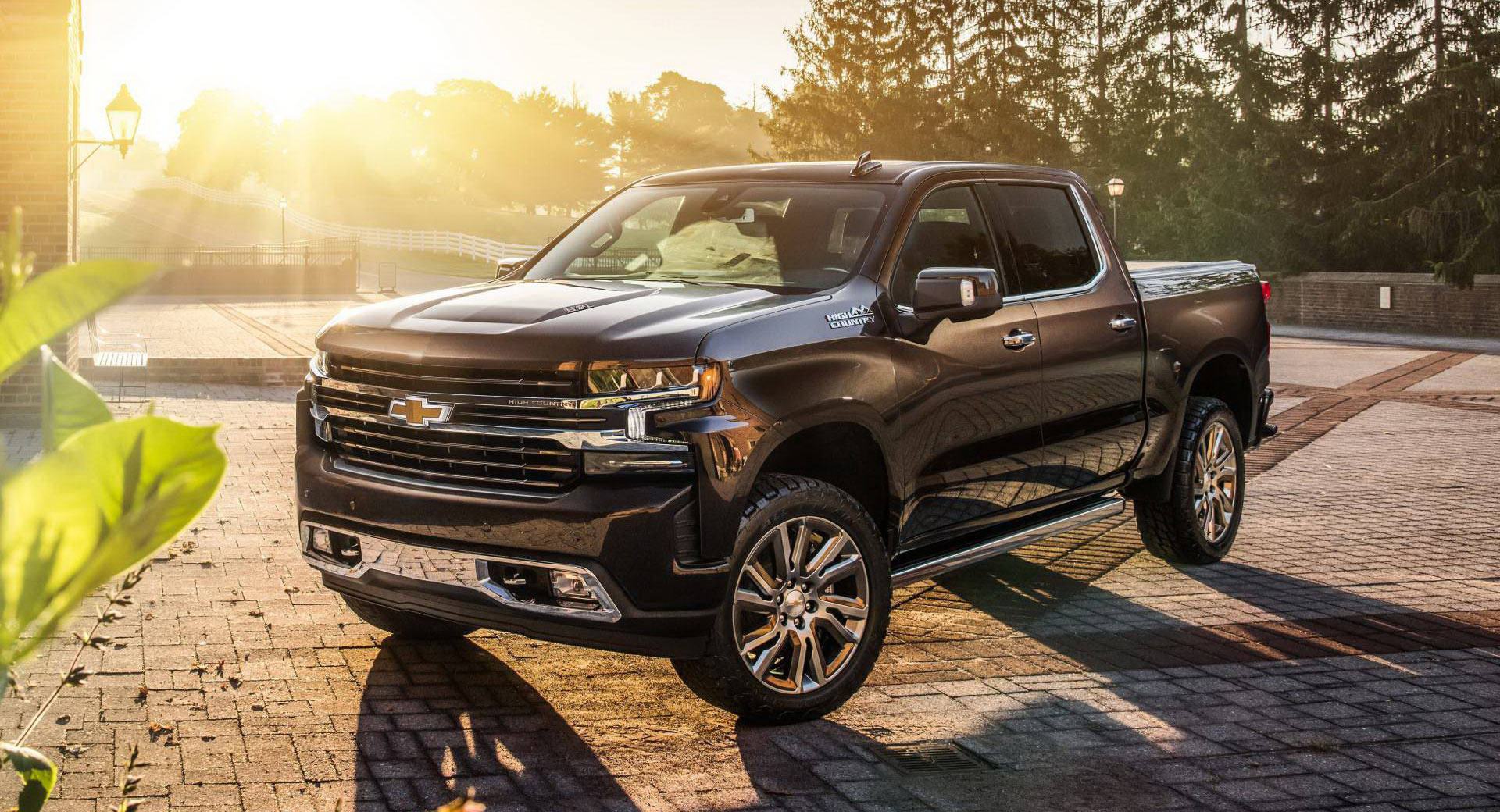 Luxury Car Owners Ditch Sedans For Expensive Full-Size Pickup Trucks | Carscoops