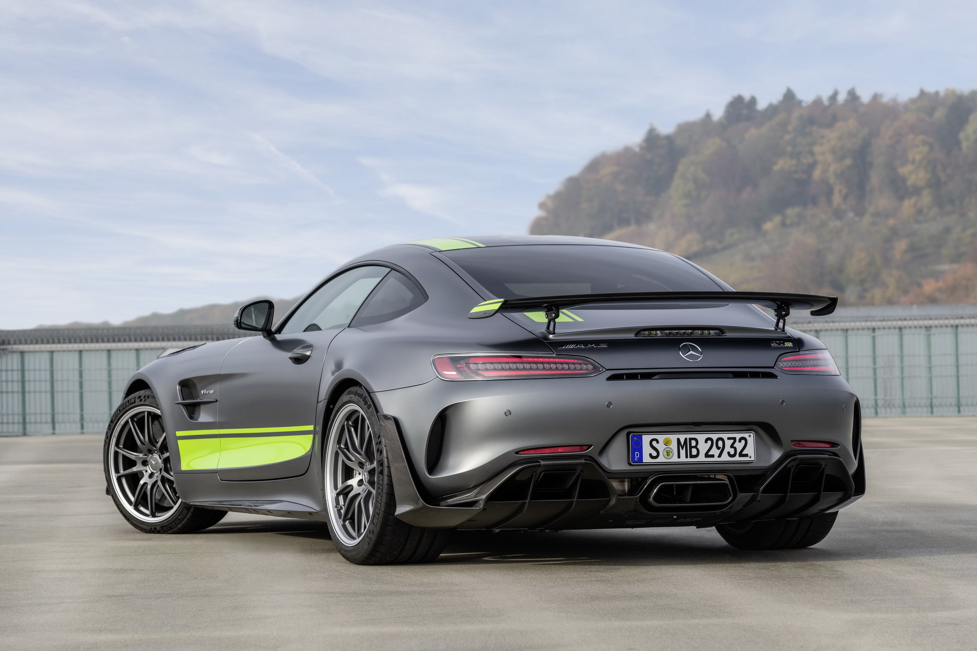 Mercedes-AMG GT and AMG GT R PRO Revealed