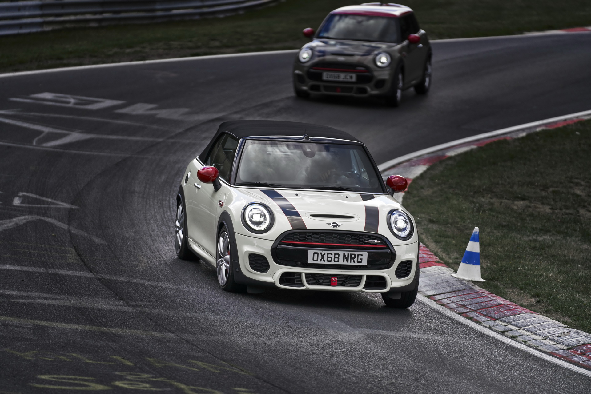 Mini Reveals Updated 2019 Cooper S Jcw For Europe Carscoops