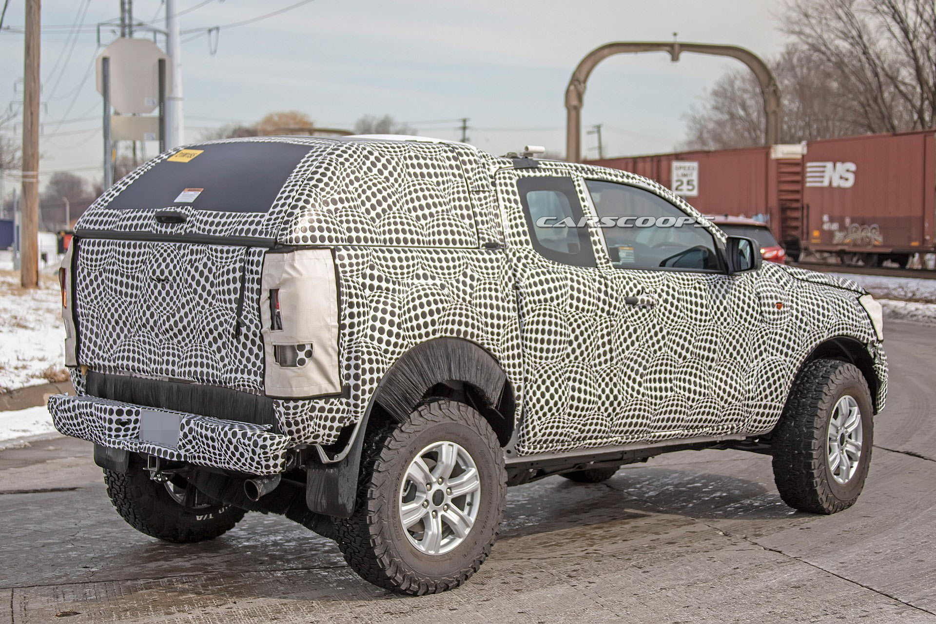 Ford Bronco reportedly looks retro, has removable doors