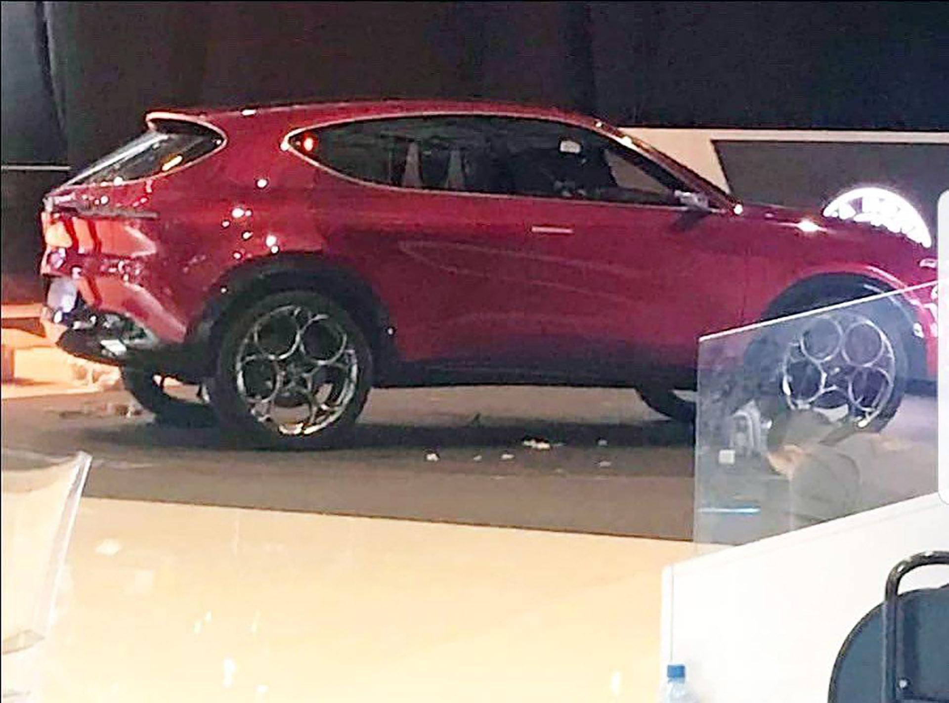 Alfa Romeo Dallas >> Alfa Romeo Tonale Caught Undisguised, It's A Compact SUV ...