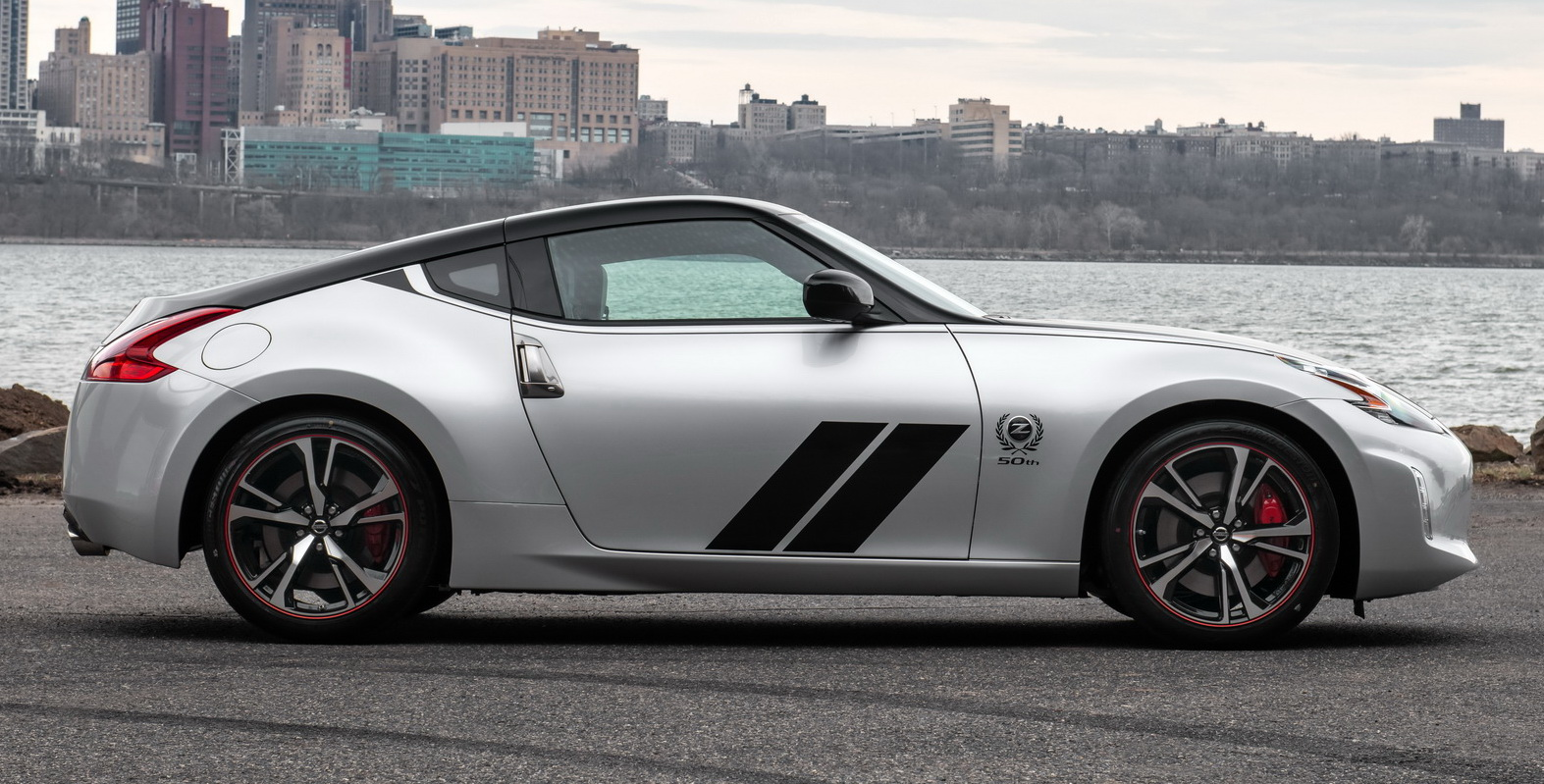 Nissan 370Z 50th Anniversary Edition Gets '70s-era 240Z Throwback Color Scheme