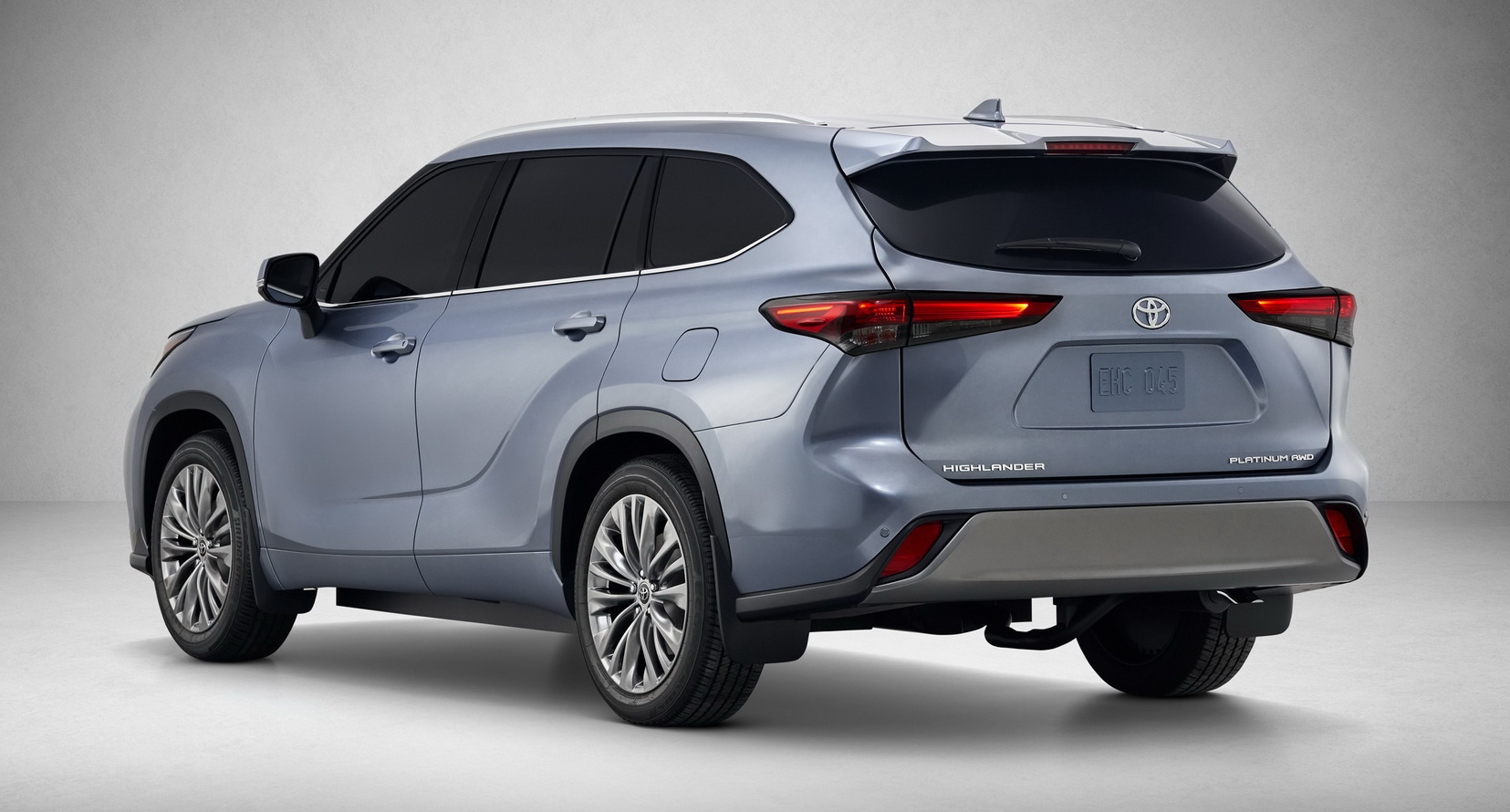Crossover SUV juices up with thrifty, 34-mpg hybrid — Toyota Highlander unveiled