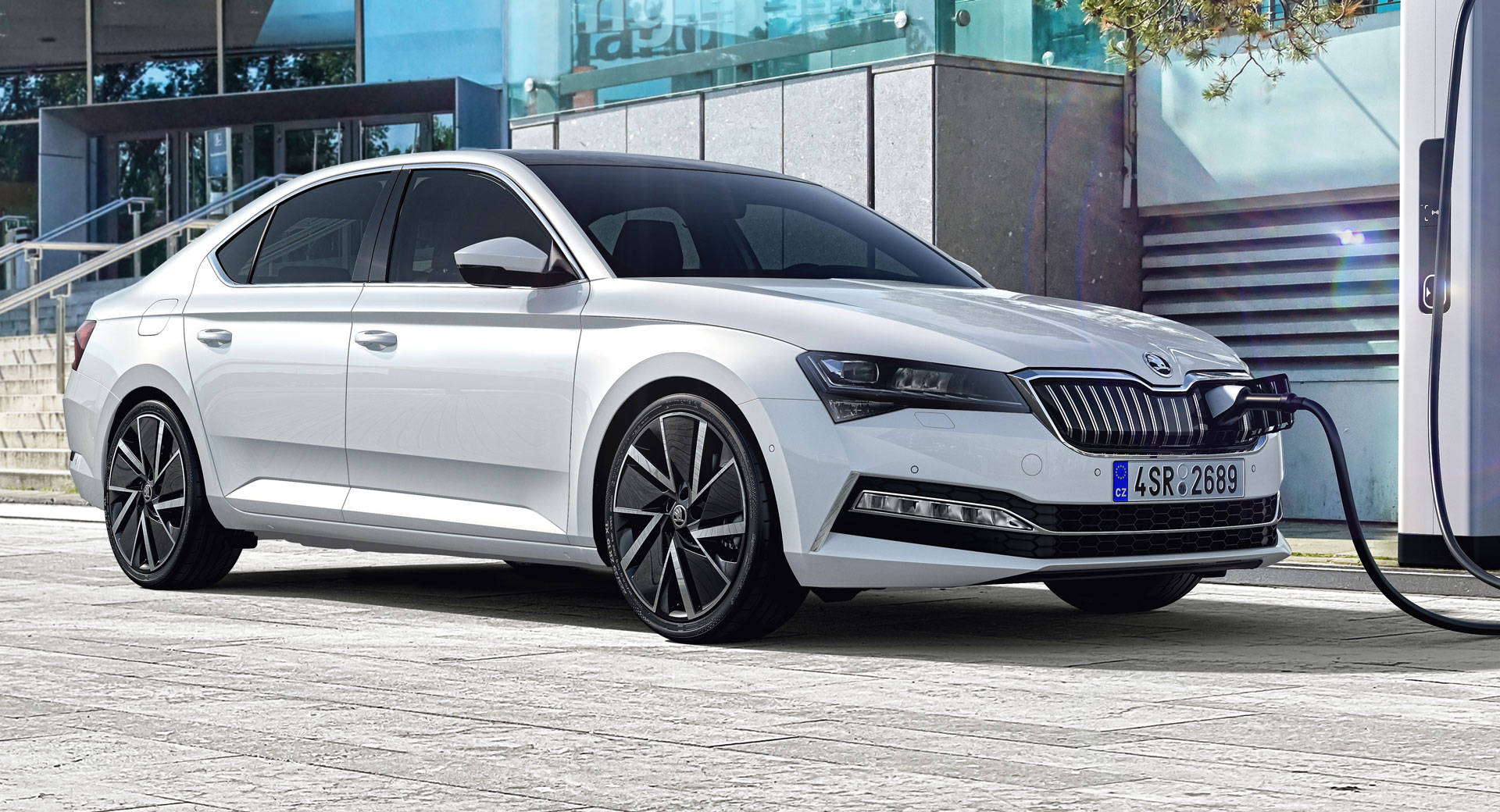 Future Cars 2020 >> 2020 Skoda Superb iV Is A Plug-In Hybrid With 55 Km Of Electric Range   Carscoops
