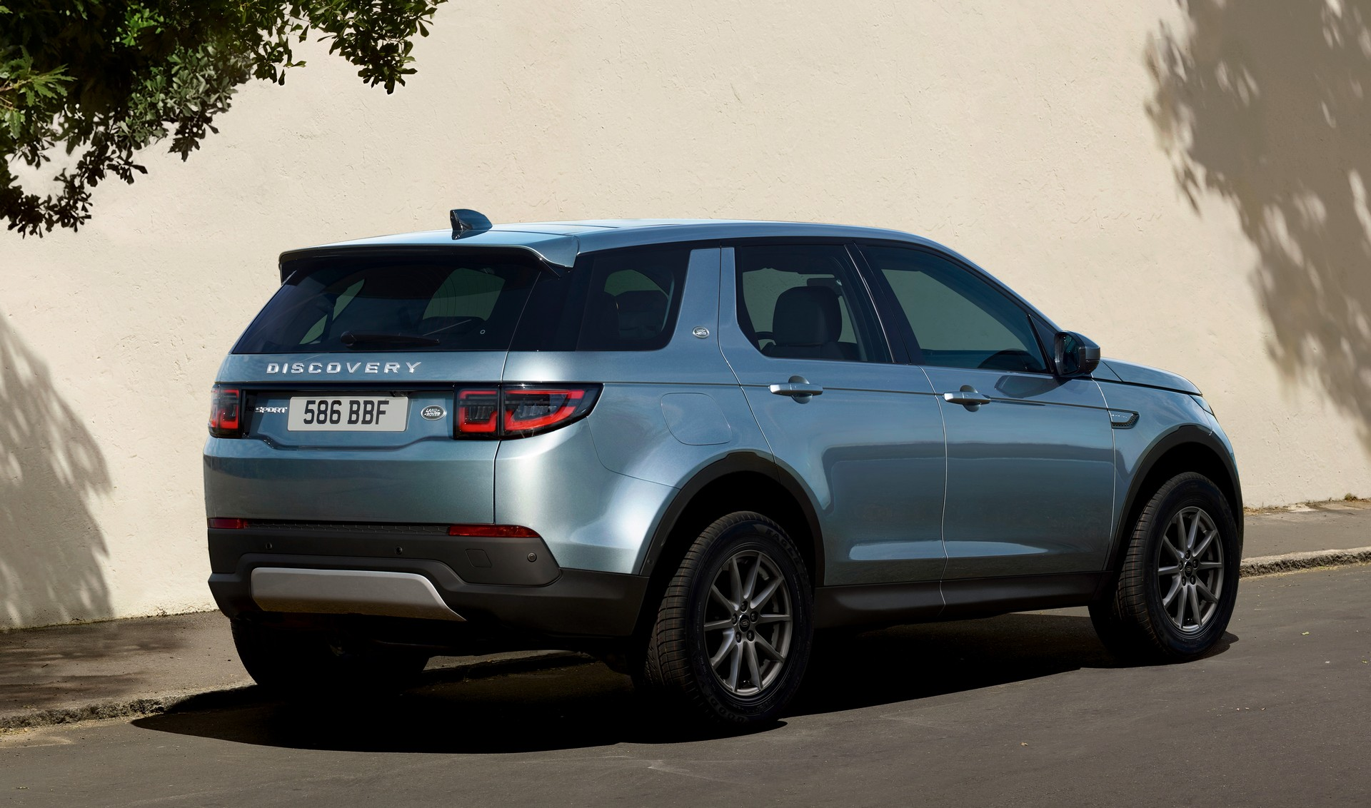 Land Rover Packs 2020 Discovery Sport Full Of Hidden Upgrades