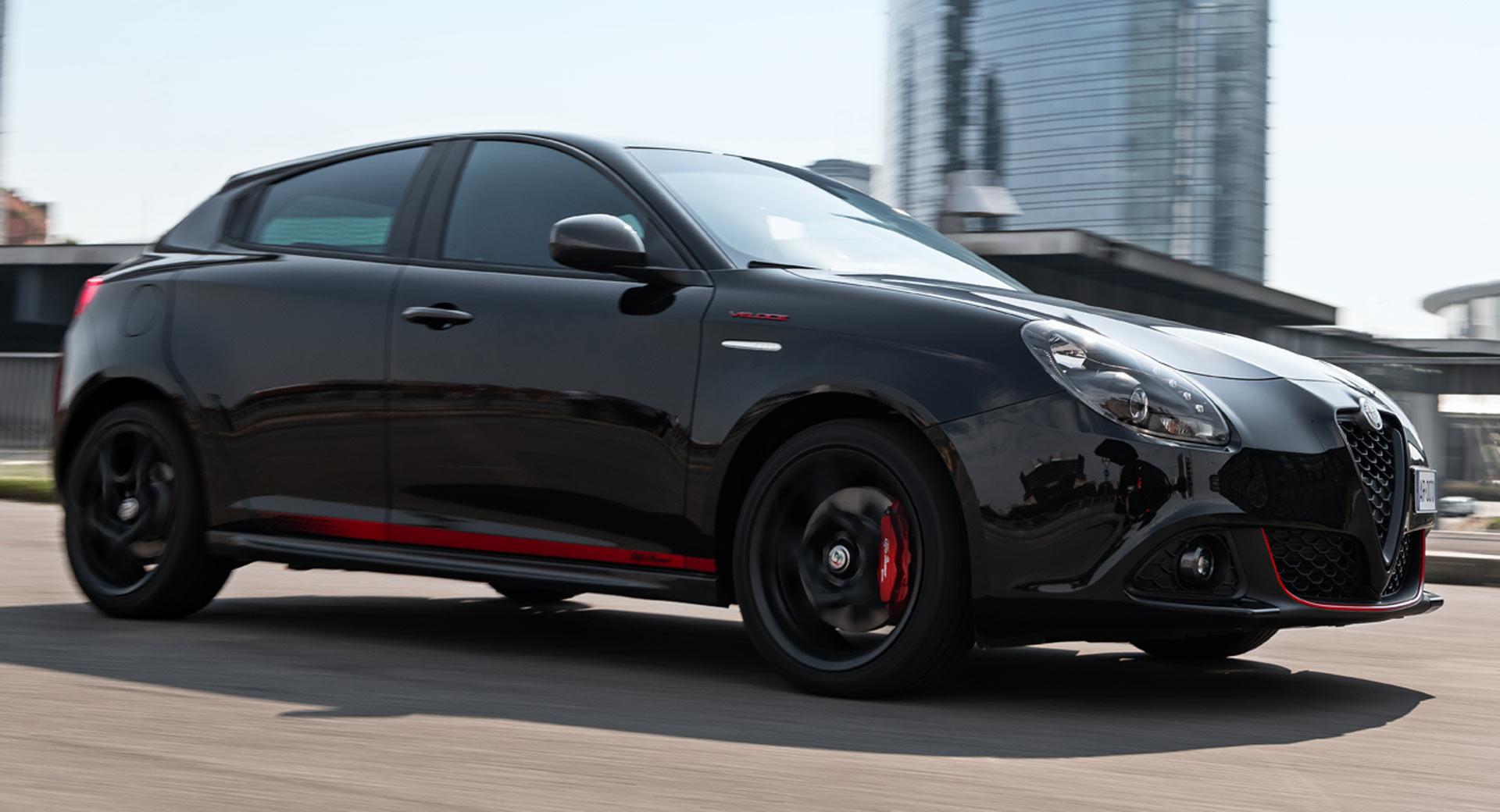 Carbon Fiber Wheels >> Alfa Romeo Giulietta Veloce S Features Sporty Trim ...