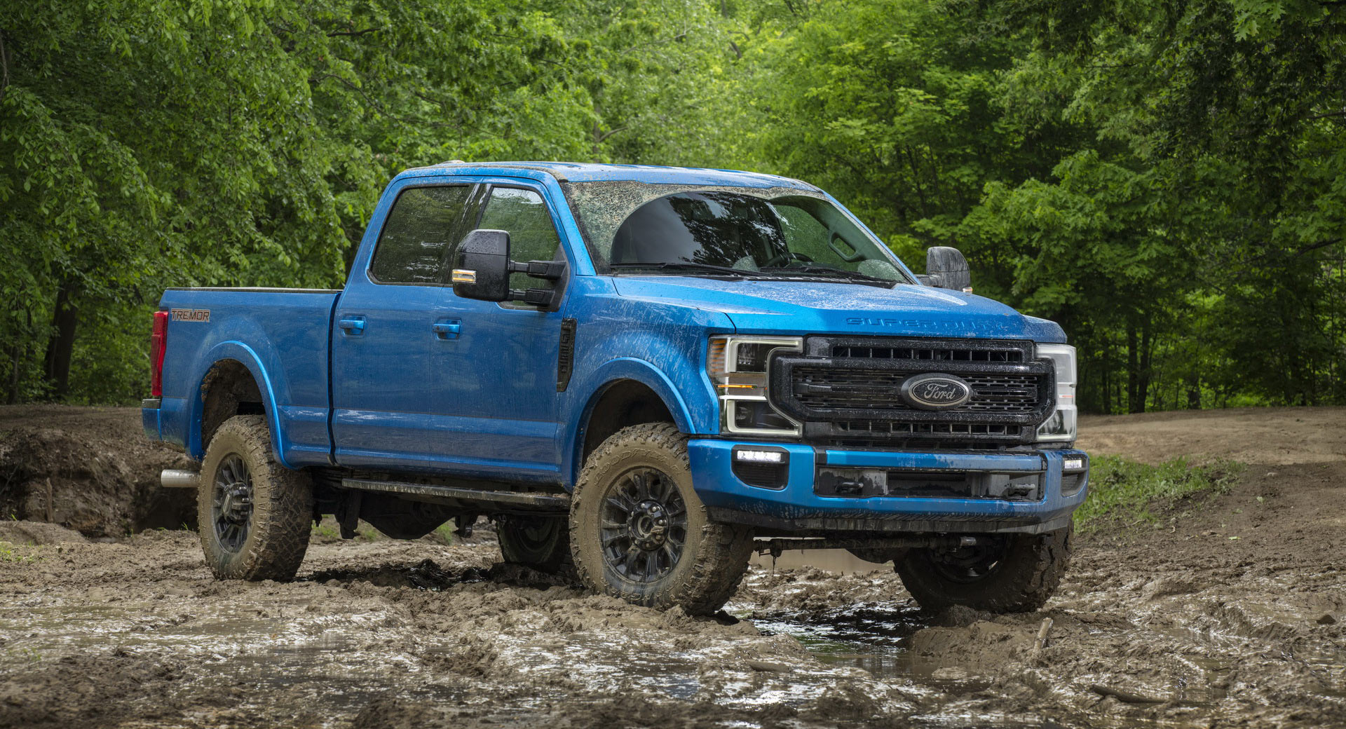 ford  series super duty debuts   tremor  road package carscoops
