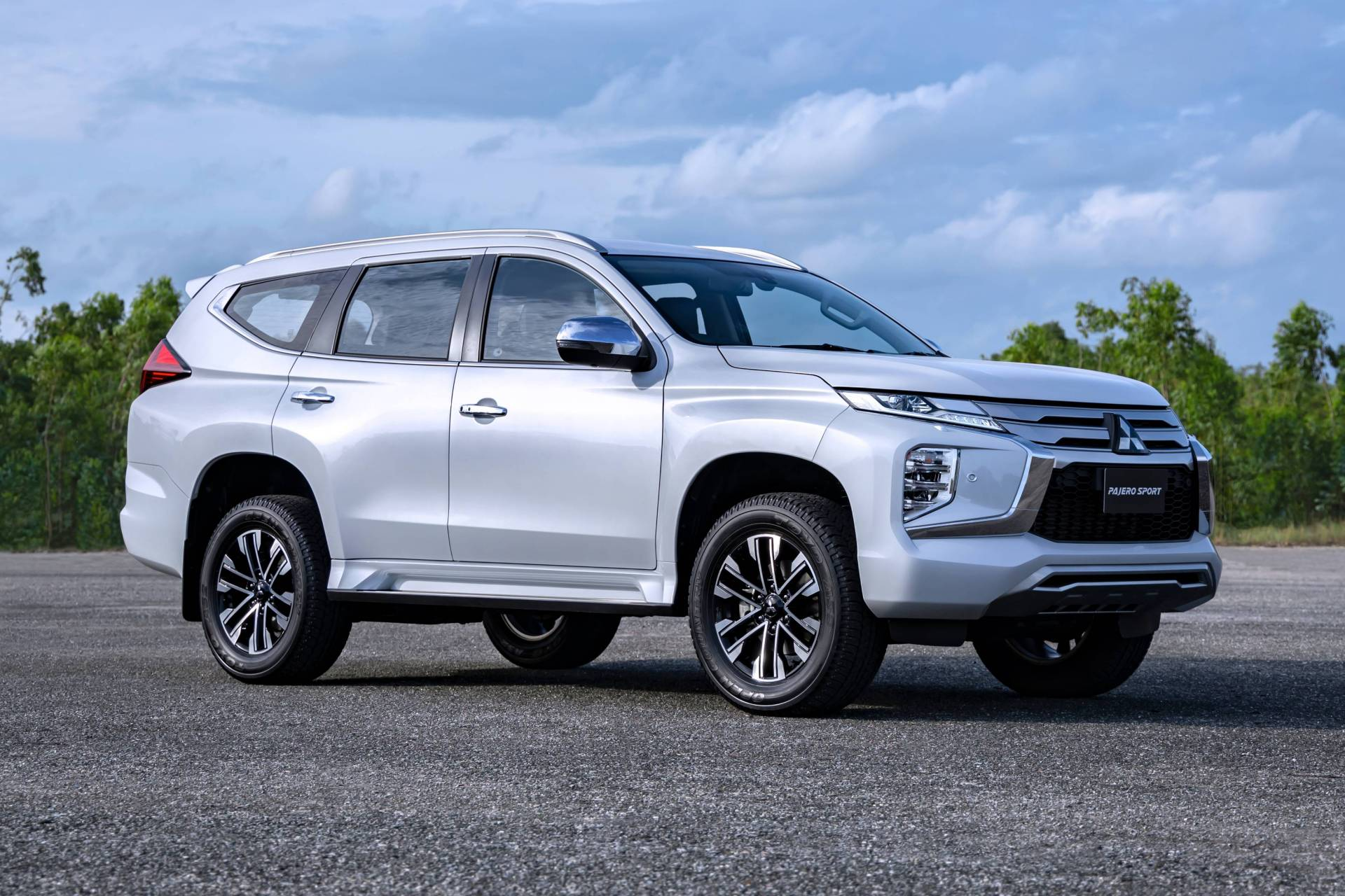 2020 mitsubishi pajero sport debuts with updated design