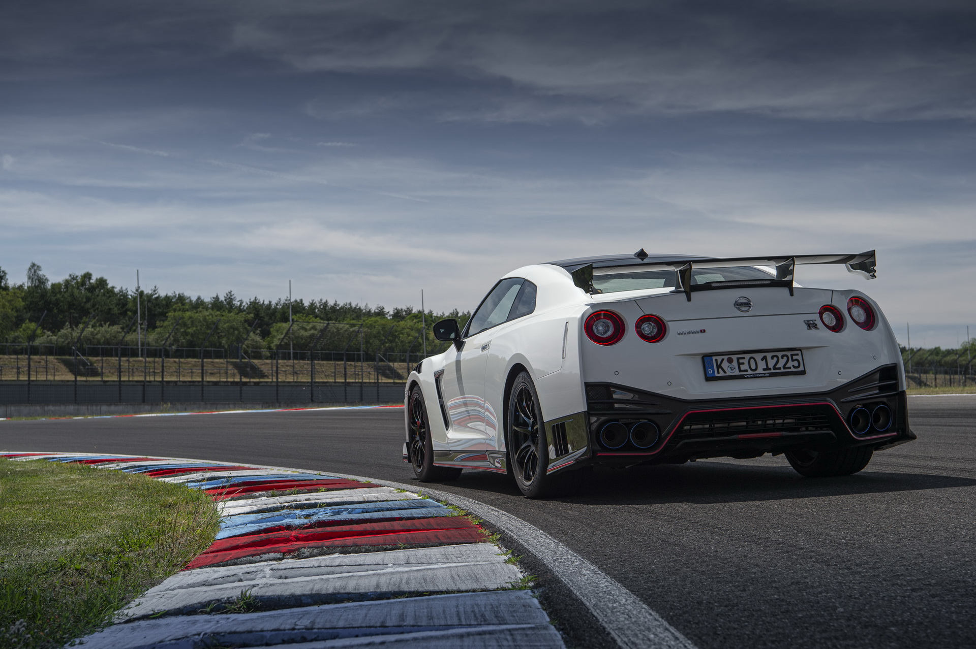 2020 Nissan Gt R Nismo Gets Steep 175k Price Tag In The Uk